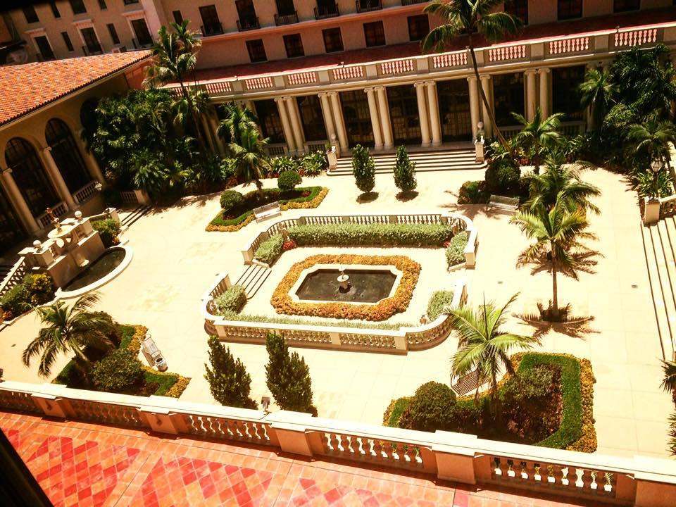 breakers courtyard2